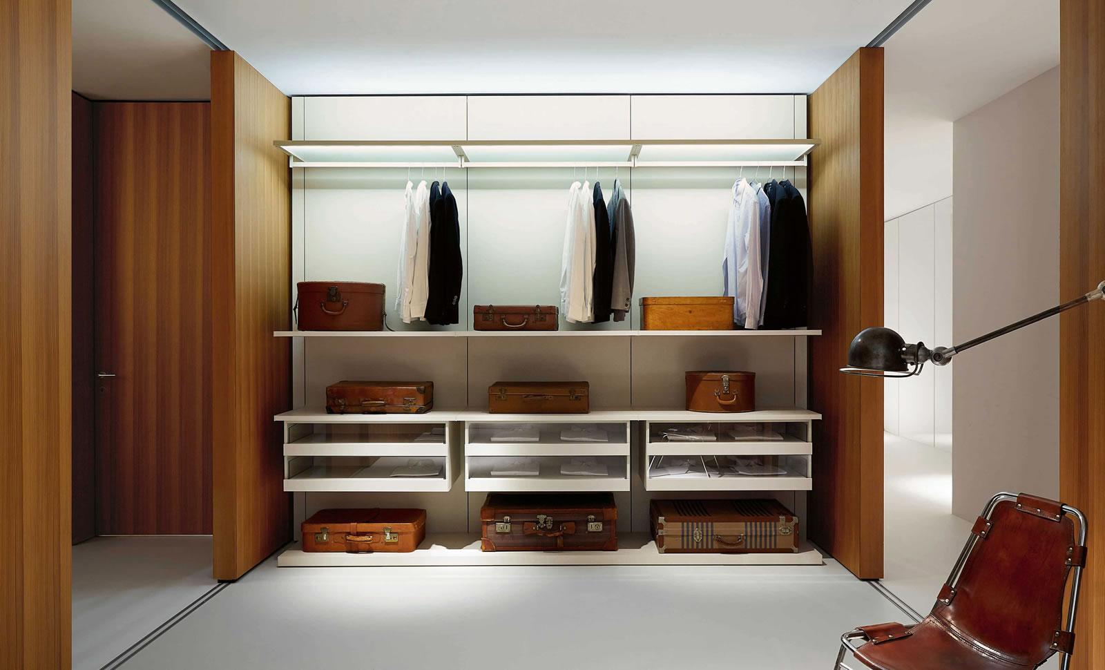 Walk in closet porro trä wood förvaring garderobslösning